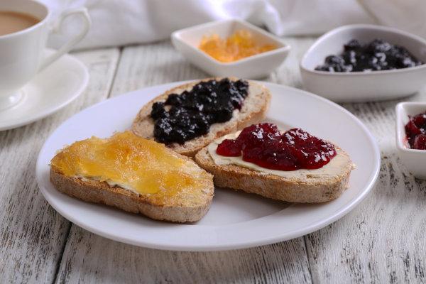 Marmellate e miele, ottime spalmate sul pane per colazione legg